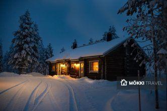 Mökki bij nacht in Lapland