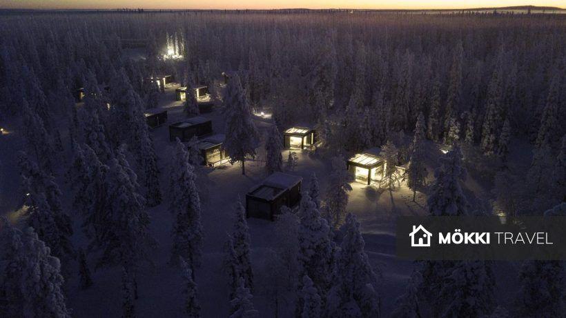 Glazen huisjes in de sneeuw lapland