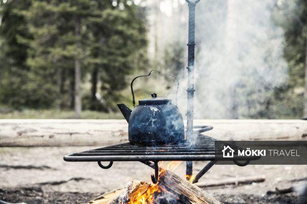theepot op rooster boven het vuur